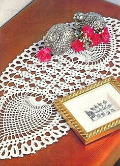 pineapple doily pattern and oval place mats with charts on this page