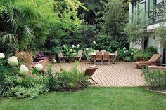 Vous en avez assez de votre terrasse ? Vous voulez créer un espace plus intime ? Faites le plein d'idées d'aménagements avec les conseils de Pierre-Alexandre Risser, spécialiste des terrasses et jardins urbains.