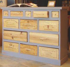 Très beau meubles fait avec des caisses de vin. De CréaZoé