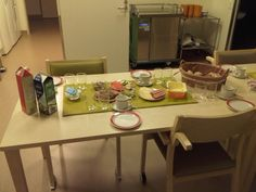 Pöytä on katettuna
