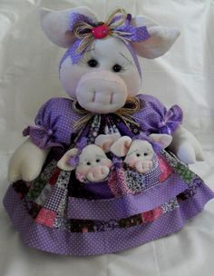Cobre bolo - Porquinha Pig Crafts, Chicken Crafts, Farm Crafts, Cute Crafts, Sewing Dolls, Craft Organization, Stuffed Animal Patterns, Cross Stitching, Baby Toys