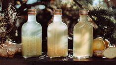 Dostali jste láhev tvrdého alkoholu, který nepijete, ateď nevíte, co sním? Vyrobte si domácí zázvorovici! Scitronem amedem je to opravdový životabudič, takže si na vás podzimní rýmičky už jen tak nepřijdou. Aspřehledem poslouží ijako prima jedlý dárek. Tož na zdraví! Vodka, Drinks, Bottle, Decor, Syrup, Drinking, Beverages, Decoration, Flask