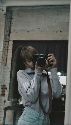 Lisa From Blackpink Kim Jennie, South Korean Girls, Korean Girl Groups, Mode Kpop, Lisa Blackpink Wallpaper, Music Wallpaper, Blackpink Video, Kim Jisoo, Black Pink Kpop