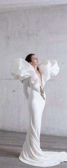 Stéphane Rolland Printemps-été 2017 - Haute couture - Robe fourreau en crêpe stretch et col de gazar blanc soufflé - http://fr.orientpalms.com/Stephane-Rolland-6543