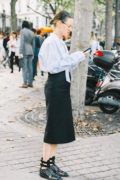20 Outfits That Look Best With a Black Maxi Skirt Black Maxi Skirt Outfit, Cute Skirt Outfits, Pencil Skirt Outfits, Black Skirts, Short Skirts, Midi Skirt, Plus Size Long Skirts, Long Skirts For Women, Work Fashion