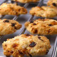 """Cookies salés aux tomates séchées et au chorizo  (en français!!)…Great """"gougères"""" alternative…original!"""