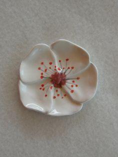 Cherry Blossom fleur, anneau plat, bol souvenir, titulaire de sachet de thé, Trinket bol, céramique, Wedding favor, Party Favor, demoiselles d'honneur cadeau, fleur blanche