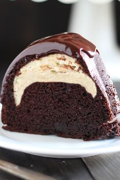 Who could beat this Cheesecake Filled Chocolate Bundt Cake with its rich yet tender chocolate cake surprise cheesecake filling and thick fudgy glaze YUM The best easy hom. Cupcakes, Cupcake Cakes, Muffin Cupcake, Chocolate Cheesecake, Chocolate Desserts, Cake Chocolate, Snickers Cheesecake, Raspberry Chocolate, Chocolate Espresso