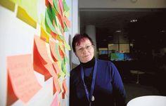 ★ Brilliant Blue ★ Aivotutkijan mielestä työpaikoilla pitäisi hengailla enemmän Aivotutkija Kiti Müller on kiinnostunut työnteon ja aivojen suhteesta. Hänet tunnetaan värikkäistä kommenteistaan. https://www.facebook.com/malle.taar/posts/10203642590925480