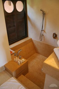 Sunken bath and shower combo,