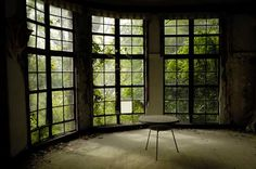 Bay of windows in abandoned house - that would be a great room to write in Hyogo, Abandoned Houses, Abandoned Places, Abandoned Mansions, Kobe City, Beautiful Ruins, Beautiful People, Scandinavia Design, Le Havre