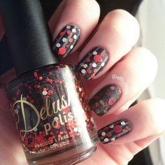 IG @elh_nails polishes used Opi Embrace the Grey, China Glaze Liquid Leather, and Delush Polish Murder House   #indies #indiepolish #nails #nailart #glitter #polish