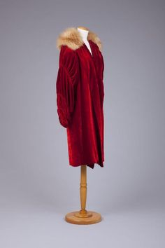red velvet coat with shirred sleeves and fur collar, 1920s