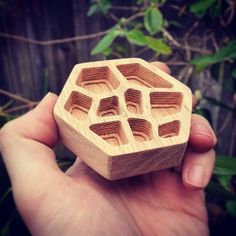 """Test cut on the #xcarve #cnc out of some red oak: first time with that wood cut super easy using a 1/8"""" single flute endmill on the Dewalt611 set to 1.5 60""""/min. Modeled the #voronoi pattern in #maya with #SOuP gcode generated in #meshcam  sent via #chilipeppr.  #inventables #cncrouter by e_pavey"""