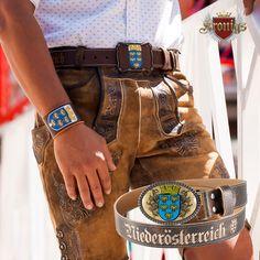 Das ist Niederösterreich! 🤩 Trachtiger Ledergürtel aus dunkelbraunem Rindsleder und stylischen Wappen. Ein seitlicher Niederösterreich Schriftzug macht diesen Gürtel einzigartig. Bags, Accessories, Fashion, Crests, Dark Brown, Script Logo, Unique, Handbags, Moda
