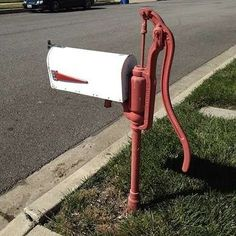 Make your letter carrier do a double take with these 11 salvaged-material mailboxes that demonstrate real outside-the-box creativity. Farmhouse Mailboxes, Rustic Mailboxes, Unique Mailboxes, Painted Mailboxes, Vintage Mailbox, New Mailbox, Mailbox Post, Rural Mailbox Ideas, Country Mailbox