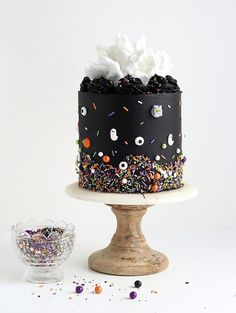 Learn how to decorate the perfect Halloween cake with pitch black buttercream, white cotton candy, and monster sprinkles by SprinklePop! recipes for halloween Halloween Desserts, Halloween Cupcakes, Spooky Halloween Cakes, Halloween Torte, Pasteles Halloween, Soirée Halloween, Haloween Cakes, Halloween Birthday Cakes, Halloween Cake Decorations