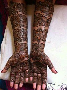 I like the bands of design on the arm, it's a unique bridal mehndi pattern. Full Mehndi Designs, Indian Henna Designs, Mehandhi Designs, Wedding Mehndi Designs, Beautiful Henna Designs, Beautiful Mehndi, Hand Henna, Henna Art, Arabic Henna
