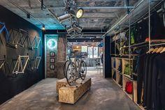 Factory Five Jing'an, una boutique, taller de bicicletas y cafetería al más puro estilo urbano