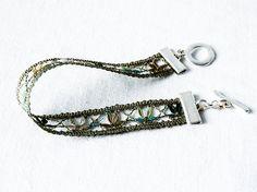 Armband handgeklöppelt aus Kunstgarn  grün Verschluss von UliBaysie