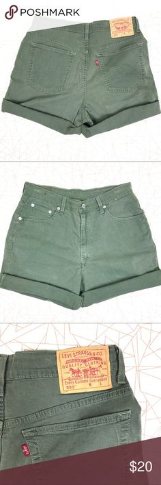 Levi's 550 Cuffed Shorts Army green, 5- pocket style. Brown tab. Cuffed Bernudas. Zipper button closure . Relaxed fit . Levi's Shorts Bermudas