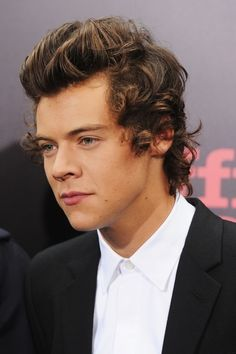 And then when he gets right near you and you see the full glory of his beautiful face and lips and eyes.   36 Life-Changing Things That Happen At A One Direction Red-Carpet Premiere