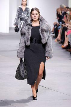 Michael Kors focou suas inspirações da coleção de outono-inverno 2017/18 apresentada na Semana de Moda de NY em mulheres fortes e sensuais.