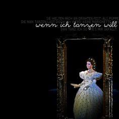 """Elizabeth, the musical - The beautiful moment when she steps out of the """"painting"""""""