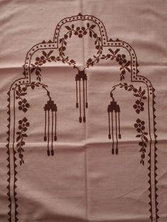 HUZUR SOKAĞI (Yaşamaya Değer Hobiler) Prayer Rug, Beaded Jewelry Patterns, Diy Wedding Decorations, Baby Knitting Patterns, Embroidery Designs, Diy And Crafts, Cross Stitch, Carpet, Rugs