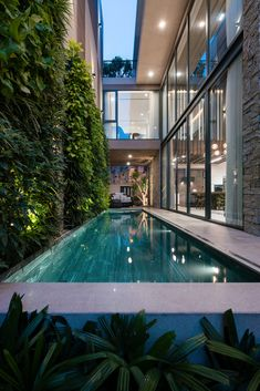 If you want to have a large pool in your garden in the house and swim comfortably every day, you are definitely in the right place. A pool can be the . Villa Design, Dream Home Design, Modern House Design, Luxury Home Decor, Unique Home Decor, Piscina Interior, Small Pool Design, Design Exterior, Backyard Pool Designs
