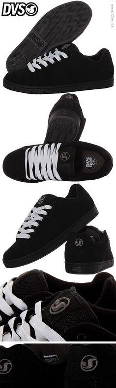 DVS sneakers i sort farve. Fås med 2 par snørebånd(i sort og hvid farve) Pasform: Bredde: lidt bredt, Længde: normal længde: www.123yo.dk