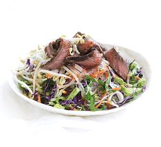 Warm beef and noodle salad. This easy warm beef and noodle salad recipe is a super healthy midweek dinner. It's low in calories, fat, sugar and salt but high in protein. Healthy Noodle Recipes, Healthy Salads, Healthy Food, Sweet Chilli Sauce, Steak Salad, Beef And Noodles, Noodle Salad, Vegetarian, Meals