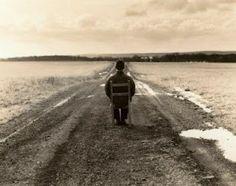 """EU SOU ESPÍRITA! : DESGOSTO  """"Referimo-nos habitualmente aos desgostos da vida como se nada mais tivéssemos que pensar. Tal ocorrência sobrevém, de vez em que, em nossas atuais condições evolutivas, somos ainda propensos a fixar o coração nos fenômenos do mal, extremamente desmemoriados quanto ao bem, à feição de pessoa que preferisse morar dentro de uma nuvem, à frente do sol."""" VER COMPLETO: http://rsdurantdart.blogspot.com.br/2014/03/desgosto.html#.U2zsIc7pbIU"""