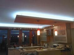 Mennyezeti rejtett világítást is lehet a konyhába csinálni! Étkezések kísérőfényeként is lehet használni, de úgy is jó, ha felnyomod a pultfényt és a plafonfényt is :D   Bolondítsd meg a konyhád ledes fényekkel és tedd szebbé az estéket! Bathroom Lighting, Bathtub, Led, Mirror, Furniture, Home Decor, Bathroom Light Fittings, Standing Bath, Bathroom Vanity Lighting