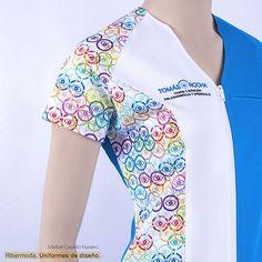 Uniformes sanitarios diseñados para ópticas, clínicas y farmacias. Healthcare Uniforms, Medical Uniforms, Work Uniforms, Clinic Logo, Scrubs Uniform, Pharmacy Design, Blazer Pattern, Sewing Aprons, Medical Scrubs
