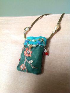 Silk pillow pendant on Etsy, € Textile Jewelry, Boho Jewelry, Jewelry Ideas, Jewellery, Painted Bags, Silk Pillow, Craft Art, Needlecrafts, Big Project