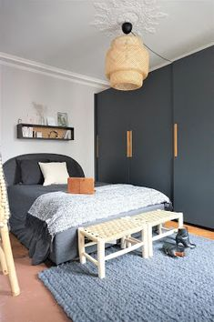 Renovation of a beautiful Parisian apartment – living space – master bedroom – living room – entrance – bathroom – black – white – gray – wood – cement tiles – moldings Design Room, Interior Design Living Room, Placard Design, Design Scandinavian, Ideas Hogar, Black Bedding, Apartment Living, Living Spaces, Sweet Home