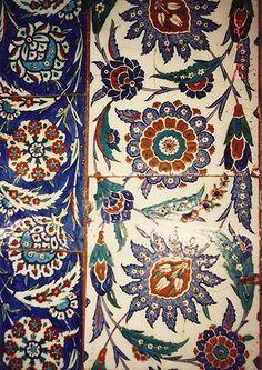 History of İznik - İznik Tiles - Iznik Foudation Turkish Tiles, Turkish Art, Islamic Tiles, Islamic Art, Islamic Patterns, Tile Patterns, Istanbul, Style Deco, Blue Pottery