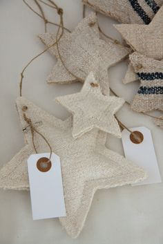 étoiles de lin christmas decoration inspiration to make for the rustic home , burlap and linen padded stars and garlands pretty gift tags to keep too Noel Christmas, Rustic Christmas, All Things Christmas, Winter Christmas, Handmade Christmas, Christmas Stockings, Xmas, Christmas Ornaments, Burlap Ornaments