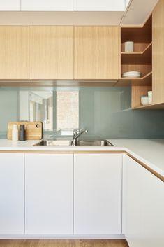 Trio  de couleur (bois plus foncé cependant) comptoir blanc Sans poignée (tant qu'à ne pas trouver des poignée de bois)