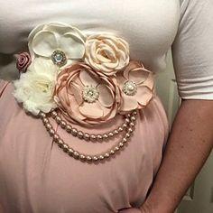 Mauve pink and Ivory Flower Sash Pearl Maternity Sash Flower Baby Shower Sash, Baby Shower Flowers, Maternity Belly Sash, Flower Belt, Wedding Belts, Sash Belts, Bridal Sash, Belly Bands, Mid Term