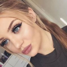 Smokey liner MAC 'Whirl' lipstick and lip liner 'Scarlett' lashes Huda Beauty by hannahhickford Gorgeous Makeup, Pretty Makeup, Love Makeup, Makeup Inspo, Makeup Tips, Pink Makeup, Perfect Makeup, Makeup Ideas, Make Up Looks