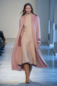 This color combo! Agnona At Milan Fashion Week Fall 2018 - The Most Beautiful Runway Dresses From Milan Fashion Week Fall 2018 - Photos Mens Fashion 2018, Autumn Fashion 2018, Runway Fashion, Fashion News, Fashion Outfits, Womens Fashion, Fashion Trends, Fashion Guide, Fashion Clothes