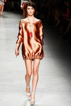 See the complete No. 21 Spring 2012 Ready-to-Wear collection.