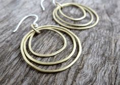 ° pleasingly light and plain earrings out of hammered brass - clearly kept and slightly individually formed circles, interwoven and connected to each other - combined with self made hooks in sterling silver Total length: Length without earhooks: Messing, Etsy, Hoop Earrings, Sterling Silver, Austria, How To Make, Jewelry, Ear Jewelry, Ear Rings