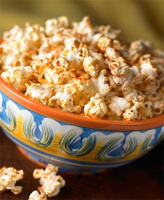 Cajun Corn - This sounds good. I don't like popcorn with sweets in it. Spicy Popcorn, Gourmet Popcorn, Popcorn Recipes, Snack Recipes, Flavored Popcorn, Popcorn Snacks, Pop Popcorn, Party Snacks, Cajun Corn Recipe