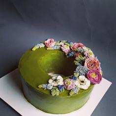 """13 To se mi líbí, 0 komentářů – Sladká Chaloupka (@sladka_chaloupka) na Instagramu: """"První zkouška bean paste krému. Je to vegan, je to gluten free, je to bez mléka. No prostě jsou to…"""" Gluten, Cake, Desserts, Food, Pie Cake, Tailgate Desserts, Pie, Deserts, Cakes"""
