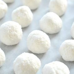 No Bake Coconut Balls recipe healthy white snowballs cookies with only 4 ingredients. Dairy free, gluten free and raw vegan. A delicious paleo treat for Christmas with a pure white color.