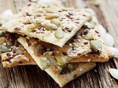 Crackers sin gluten y veganas. Healthy Work Snacks, Easy Snacks, Clean Eating Sweets, Snack Recipes, Vegan Recipes, Bulgarian Recipes, Protein Foods, Sin Gluten, Crackers