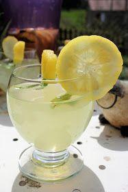 Exoticoconade - Cocktail sans alcool à base d'eau de coco, de jus d'ananas, de citron et de menthe. Cocktails, Margarita, Smoothies, Milkshakes, Tableware, Glass, Pineapple Juice, Mint, Coconut Water